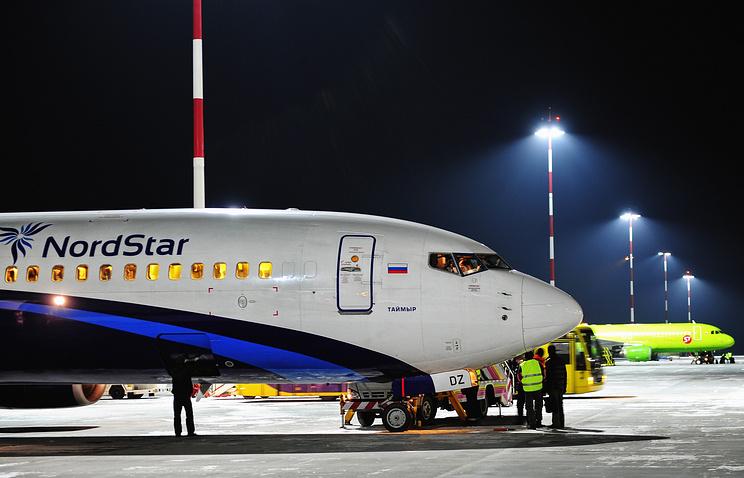 Летевший в столицу самолет вернулся вНорильск из-заЧП наборту