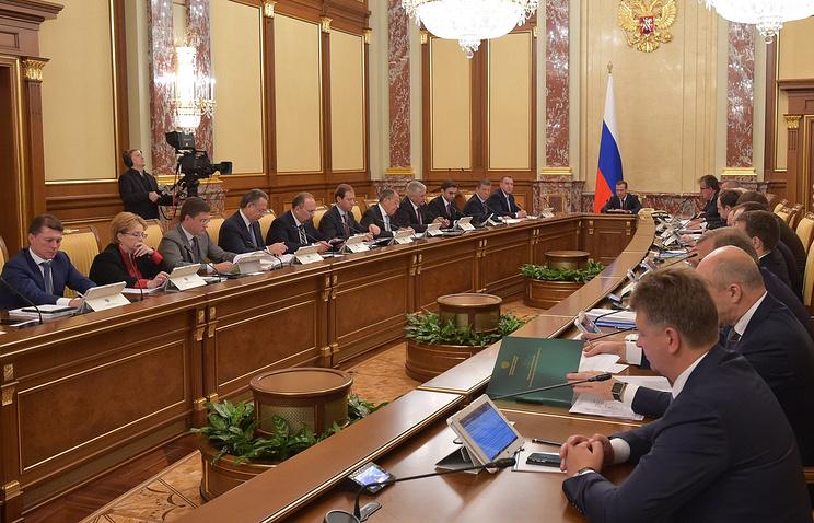 Медведев: Предприниматели жалуются нанеудовлетворительное состояние конкурентной среды вгосударстве