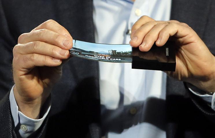 Компания Самсунг запатентовала гнущийся экран для телефонов