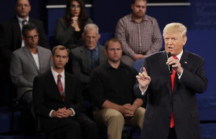 Ход конем: Трамп перед дебатами встретился с дамами Билла Клинтона
