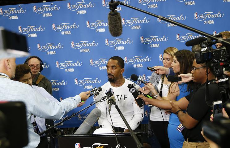 Клуб НБА «Кливленд» подписал новый договор сзащитником Джей АрСмитом