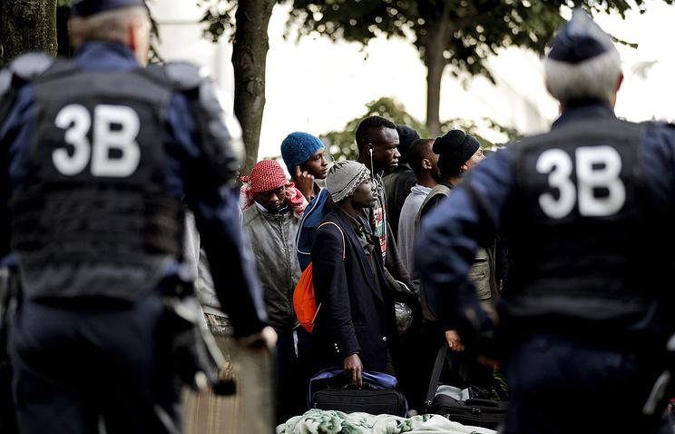 Полицейская операция встихийном лагере мигрантов встолице франции завершена