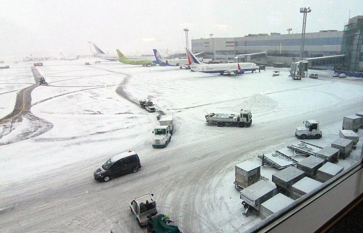 Из-за снегопада иветра ваэропортах столицы отменили 25 рейсов