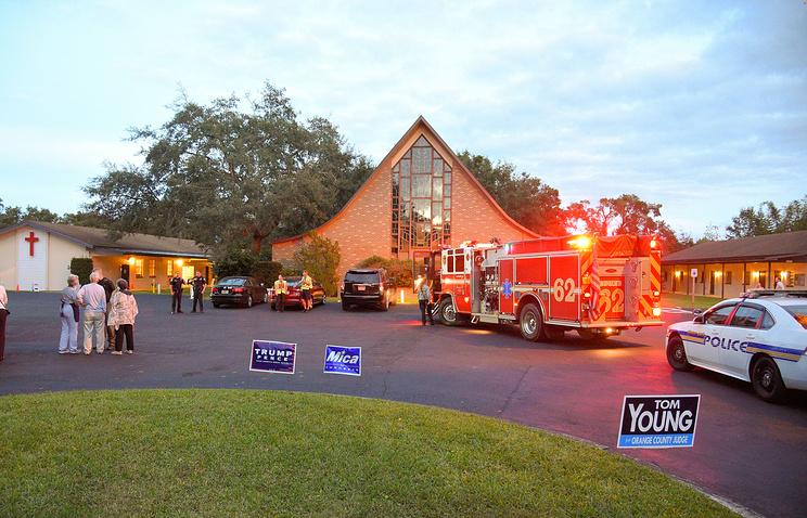 Избирательный участок воФлориде эвакуирован из-за подозрительного рюкзака