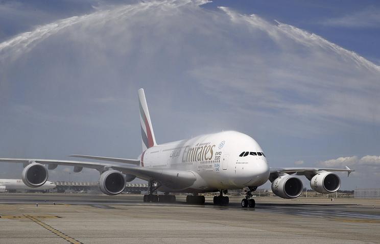Самолет Emirates готовится экстренно сесть вДомодедово