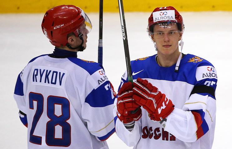 Победа словаков вывела сборную РФ похоккею в ¼ финала молодёжногоЧМ
