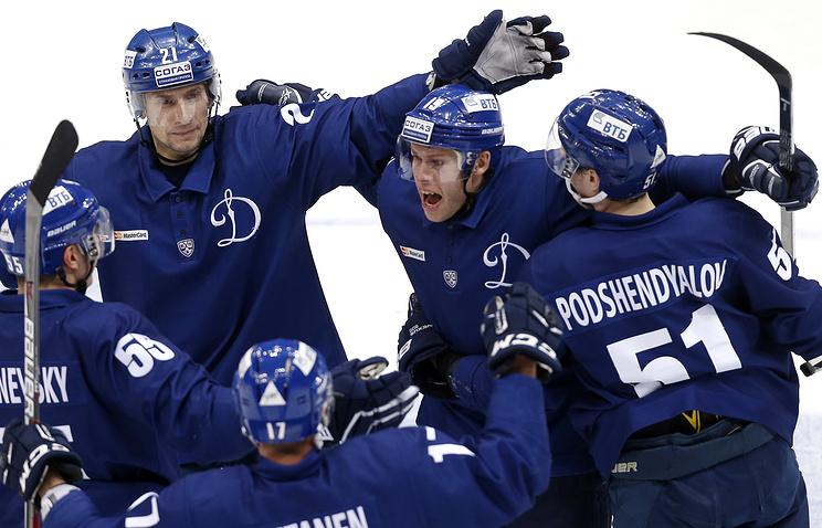 Столичное «Динамо» переиграло вгостях омский «Авангард» вматче чемпионата КХЛ