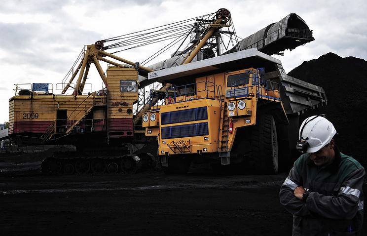 Власти Кузбасса поведали, сколько угля с следующего года осталось наскладах