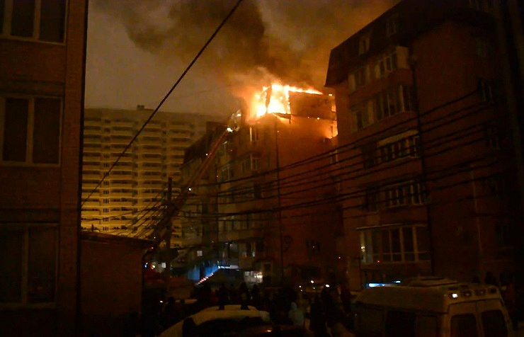 ВКраснодаре пожар уничтожил 25 квартир вшестиэтажном жилом доме