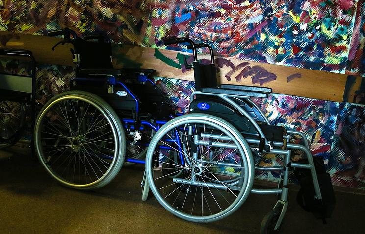 ВЧебоксарах паралимпийцу довелось выходить изсамолета наруках. Силовики начали проверку