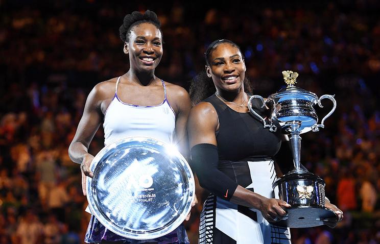 Винус и Серена Уильямс (слева направо) после финала Открытого чемпионата Австралии 2017 года