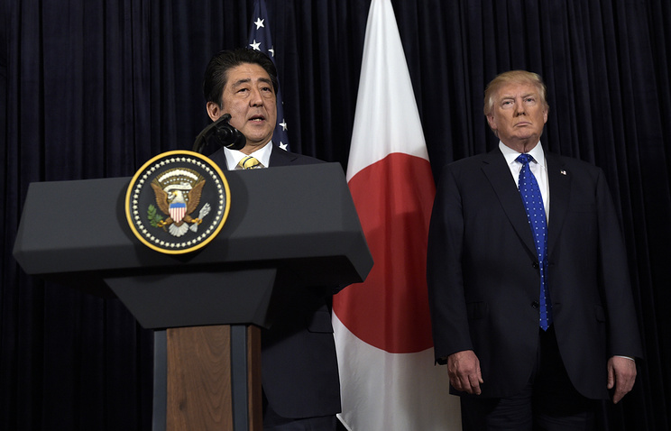 Премьер-министр Японии Синдзо Абэ и президент США Дональд Трамп