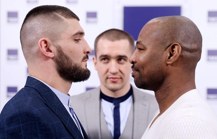 Магомед Курбанов и Шейн Мосли (слева направо)