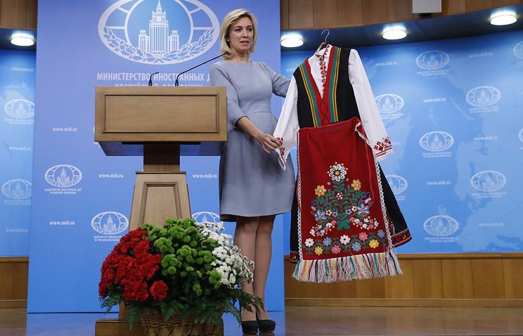 Официальный представитель МИД России Мария Захарова с национальным болгарским костюмом