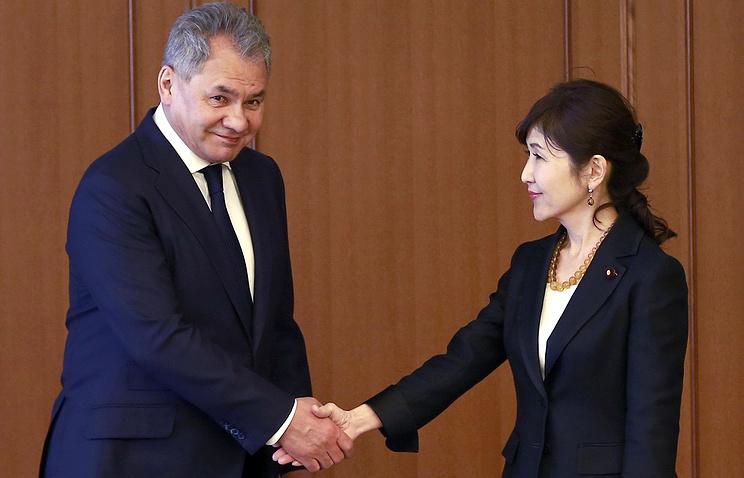 Глава Минобороны РФ Сергей Шойгу и глава министерства обороны Японии Томоми Инада