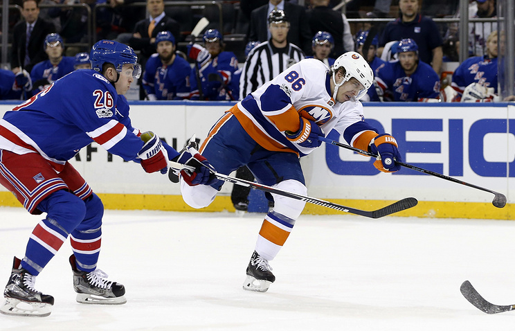 Шайба Кулемина помогла «Айлендерс» обыграть «Рейнджерс» вматче НХЛ