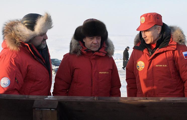 Министр природных ресурсов и экологии Сергей Донской, премьер-министр РФ Дмитрий Медведев и президент России Владимир Путин