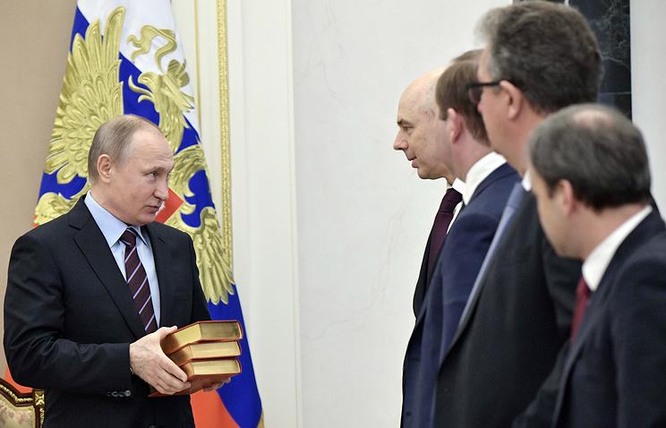 Путин подарил Силуанову сборник сочинений руководителя министра финансов царской Российской Федерации