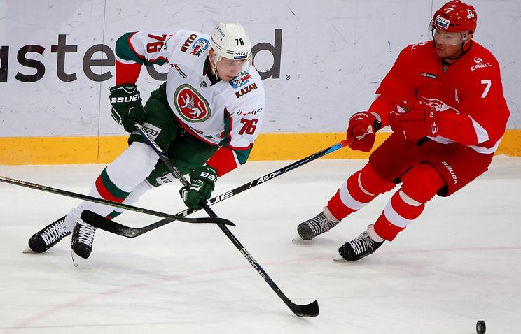 Дмитрий Калинин (справа)