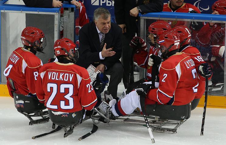 Тренер сборной РФ  последж-хоккею скончался вКорее