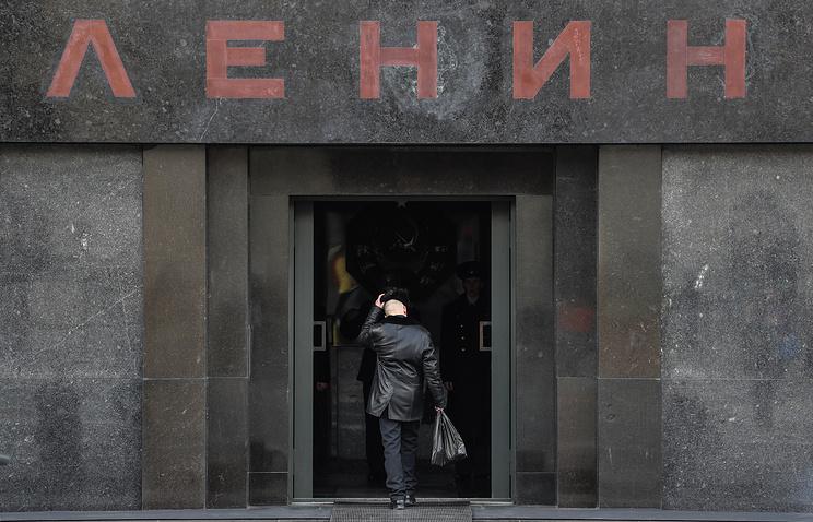 Неменее  60% граждан России  считают нужным  захоронить тело Ленина, показал опрос
