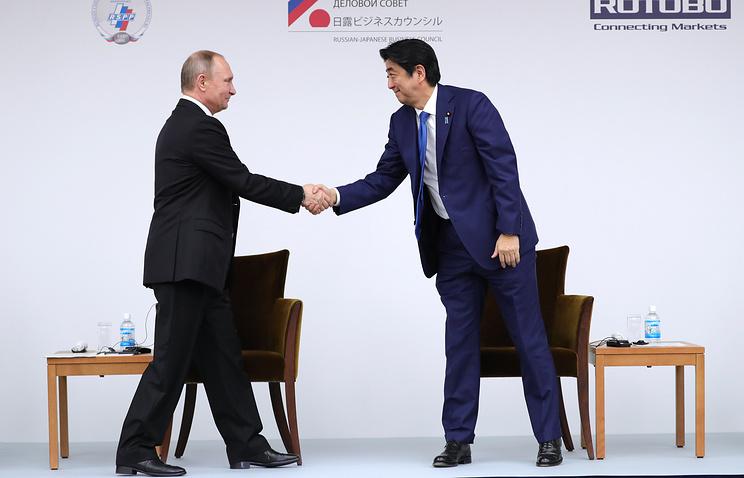 Yomiuri: Япония и РФ во время визита Абэ договорятся о 20 совместных проектах