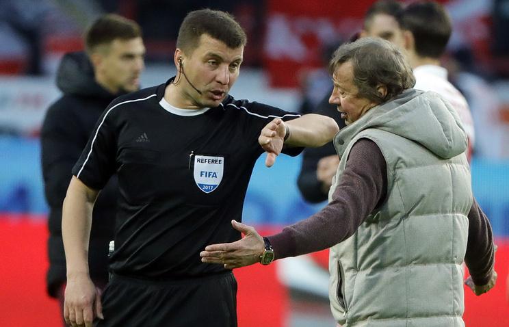 Михаил Вилков (слева)