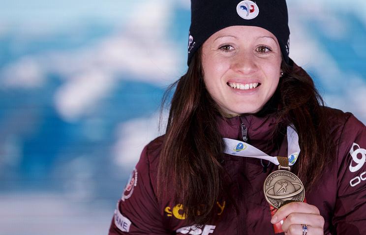 Биатлонистка Анаис Шевалье сообщила, что получила перелом ключицы из-за автомобилистов