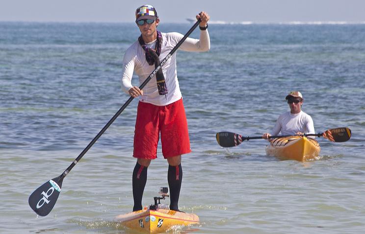 Американец Бен Фрайберг, ставший первым человеком, пересекшим Флоридский пролив на доске для серфинга с веслом