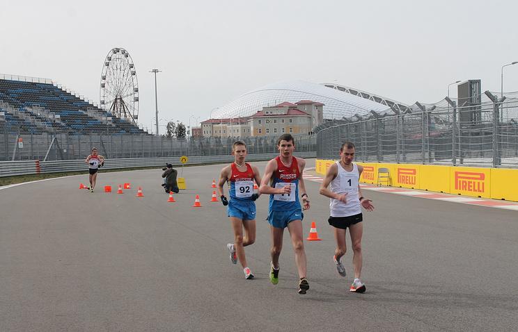 Сергей Широбоков (в центре)