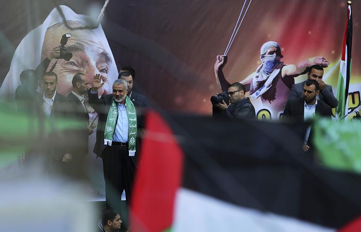 Исмаил Хания во время митинга сторонников