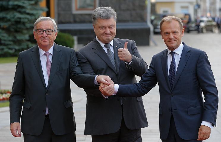 Глава Европейской комиссии Жан-Клод Юнкер, президент Украины Петр Порошенко и председатель Европейского совета Дональд Туск