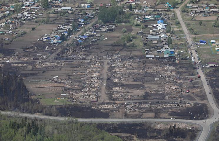 Сгоревшие дома в поселке городского типа Стрелка. 25 мая 2017 г.