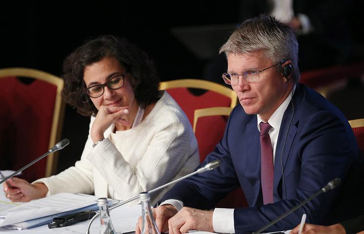 Павел Колобков (справа)