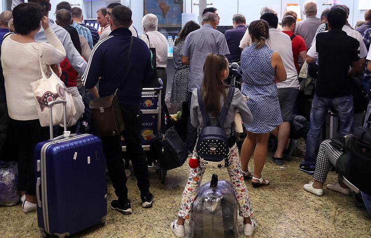 Семь авиакомпаний оштрафованы за задержки рейсов в московских аэропортах - Экономика и бизнес - ТАСС
