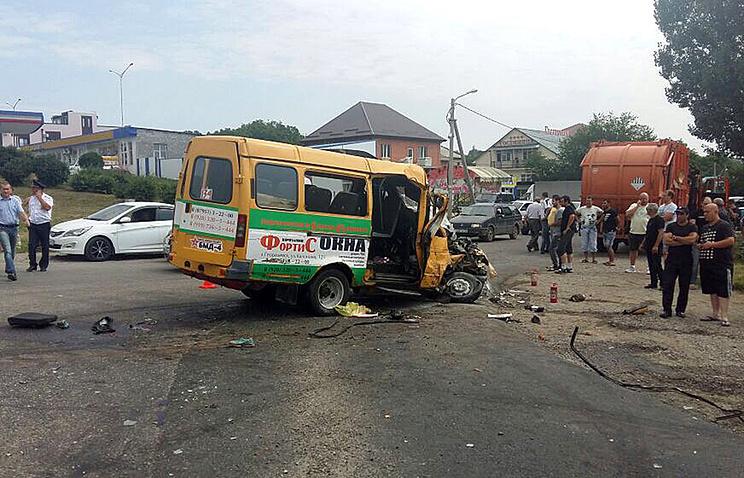 ВСтавропольском крае маршрутка столкнулась смусоровозом: трое пассажиров погибли