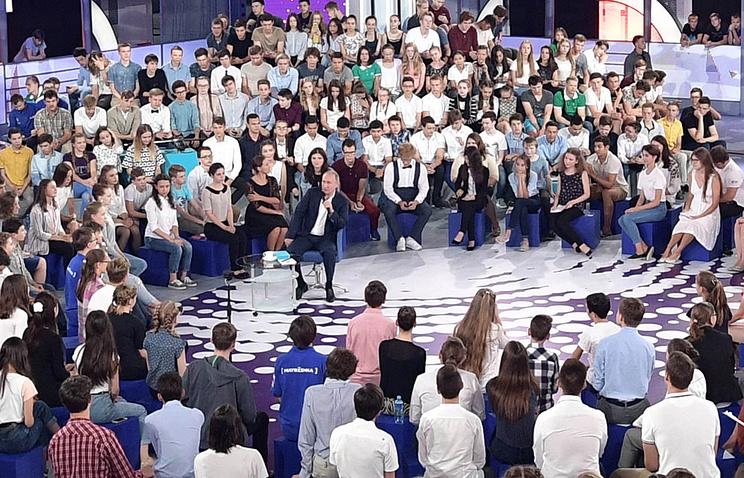 Обратившаяся к Путину студентка сможет обучаться в ЦМШ по двум специальностям бесплатно - Общество - ТАСС