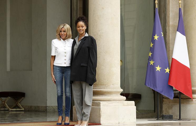 Первая леди Франции Брижит Макрон и поп-певица Рианна
