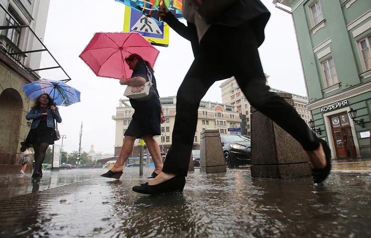 Сильный ливень и град ожидаются в Москве в ближайшие сутки - Москва - ТАСС