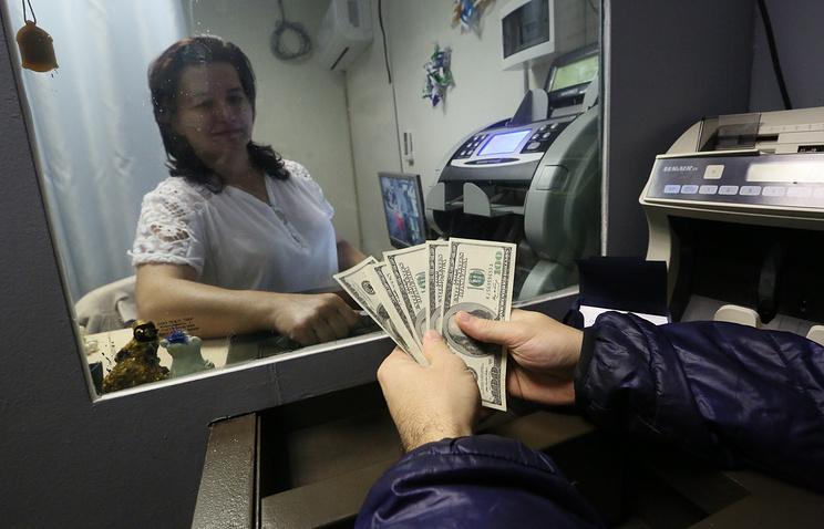 Руб. отреагировал насанкции США уменьшением