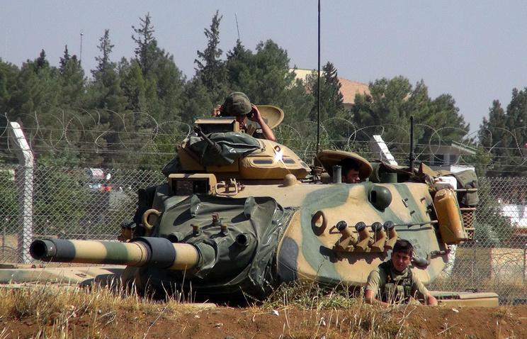 Турция направила конвой фургонов соснарядами кгранице сСирией