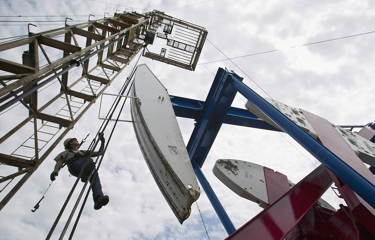 Цена нефти Brent опустилась ниже $50 впервые с25июля