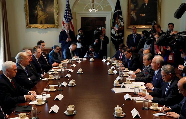 Встреча президента США Дональда Трампа с премьер-министром Малайзии Наджибом Разаком