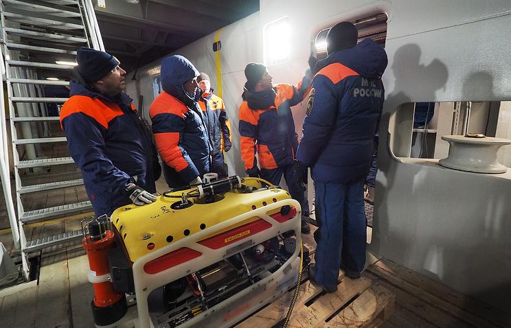 НаШпицбергене продолжают искать погибший экипаж Ми-8