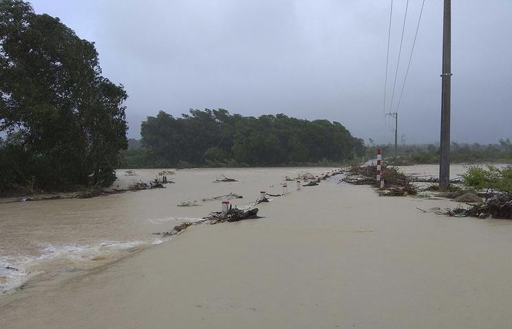 Число погибших  перевалило за60— Тайфун воВьетнаме
