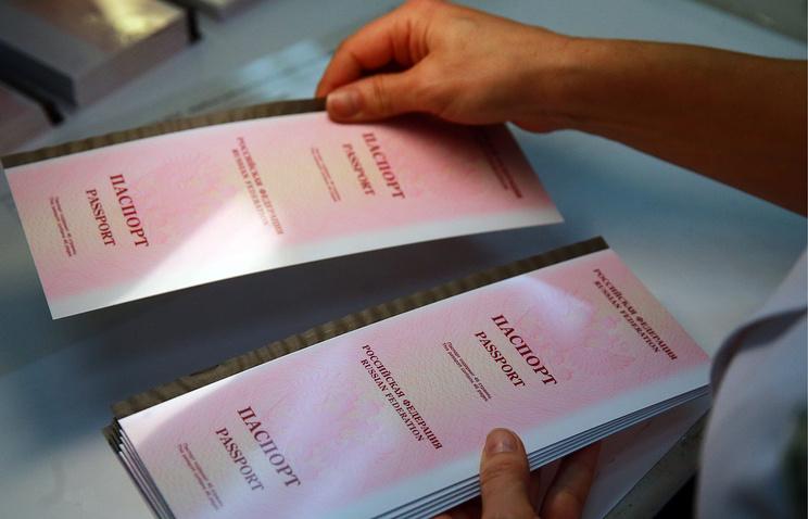 Законодательный проект осокращении срока выдачи загранпаспорта до 3-х месяцев внесен в Государственную думу