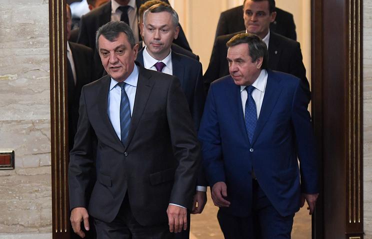Полпред президента РФ в СФО Сергей Меняйло, врио губернатора Новосибирской области Андрей Травников и экс-губернатор Владимир Городецкий (слева направо)