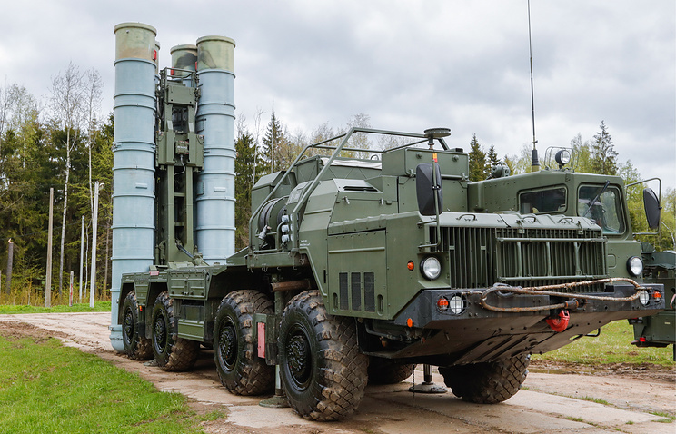 """Пусковая установка зенитных ракет комплекса С-400 """"Триумф"""""""