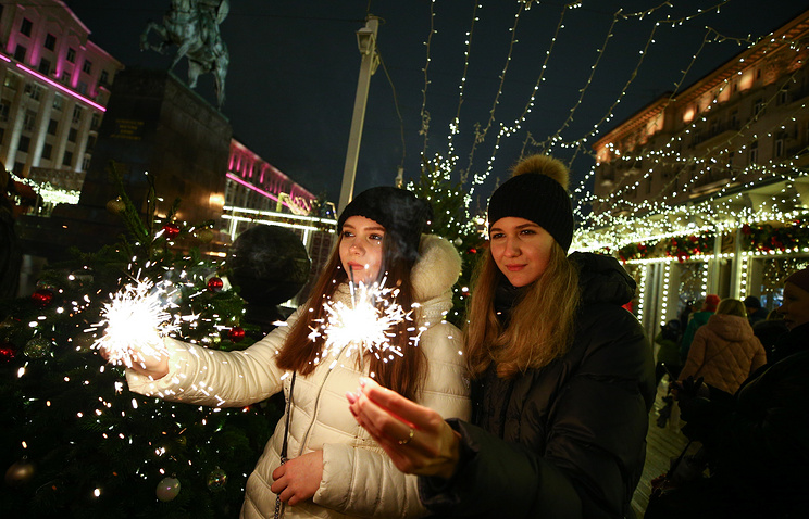 Неменее  100 мероприятий запланировано в столицеРФ  настарый Новый год