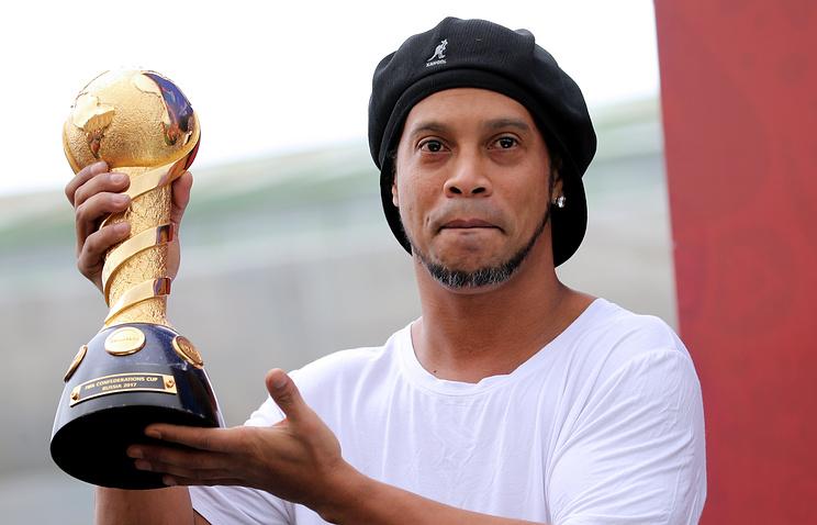 Роналдиньо завершил карьеру в37 лет